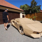ダンボールでランボルギーニを作ったユーチューバー登場!完成後には「走らせてみたくなり」シャシーを組み込み走行させる