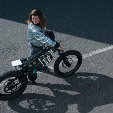 BMWが電動バイク「Vision AMBY 」、電動アシストバイク「i Vision AMBY」発表!スマホをキー代わりに使用できるアーバンモビリティ