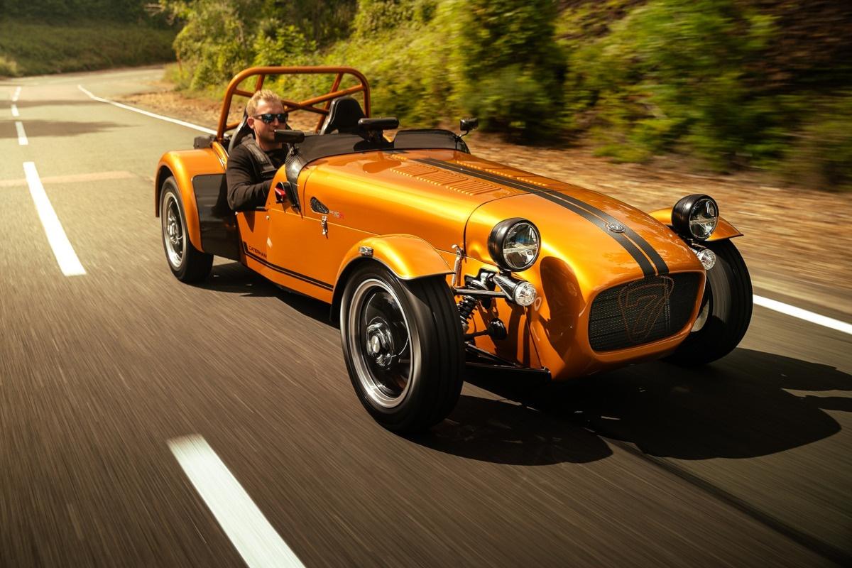 なんと軽自動車登録が可能!車体重量わずか440kg、スズキ製ターボエンジンを搭載したケータハム・セブン170が539万円で登場