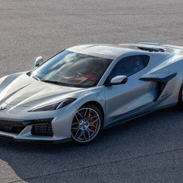 新型シボレー・コルベット「Z06」の外観が先行公開!レーシングバージョンC8.R譲りの顔つきにワイドフェンダー。否が応でも期待が高まる
