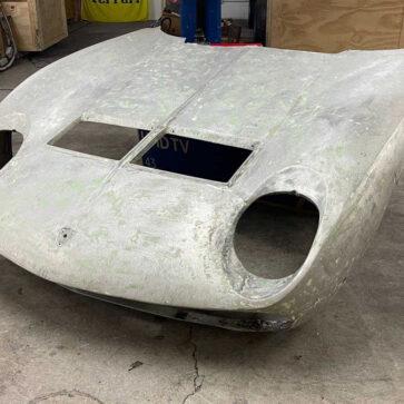 ランボルギーニ・ミウラのフロントフードが競売に登場!きれいに塗装してガレージに飾ったら格好いいだろうな(ただ今入札バトル展開中)・・・