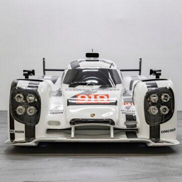 ポルシェが公式に製作した「ル・マン3連覇マシン」、919ハイブリッドのモックが競売に登場!実車と同じCADデータを使用し本物同様