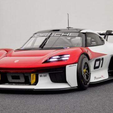 ポルシェが新型コンセプトカー「ミッションR」発表!eスポーツと現実世界を融合させたレーシングモデル、しかし「次期ケイマン/ボクスター」を具体的に示唆するディティールも