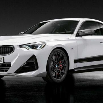 BMWが新型2シリーズ・クーペ向けに純正「Mパフォーマンスパーツ」設定。デカールにカーボンパーツが勢揃い、年々派手になってゆくな・・・。