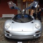 日本のバブル崩壊によって1台のみの生産で終了した「イズデラ・コメンタドーレ 118i」がイベントに登場!フェラーリ創業者に敬意を表した幻のスーパーカー